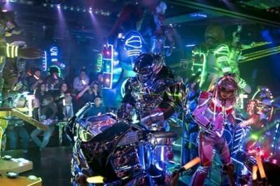 Japon'ların Çılgın Robot Restoranı Akıl Sınırlarını Zorluyor
