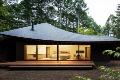Bir Japon Evinin Harika Mimarisi: Düşen Yapraklar Gibi Kavisli Çatıları